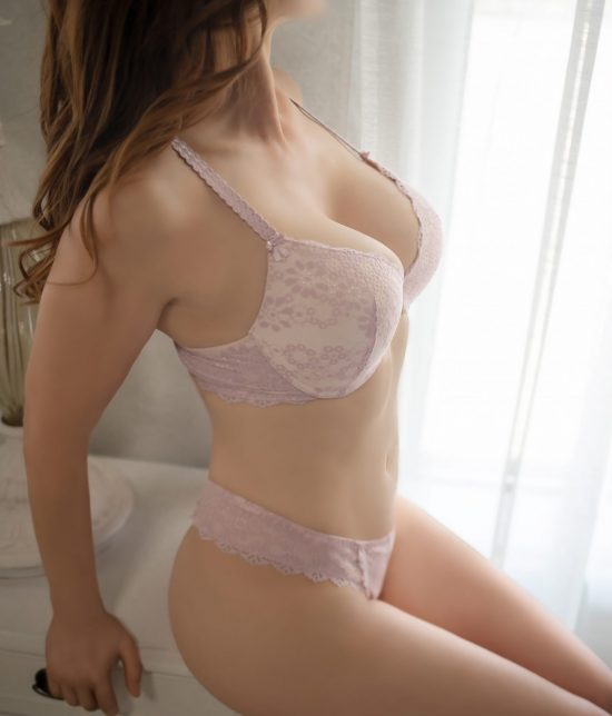 Toronto escort Isabella Interests Duo Couple-friendly Non-smoking Age Young Figure Slender Tall Breasts Natural Hair Brunette Ethnicity European Tattoos None New Photos