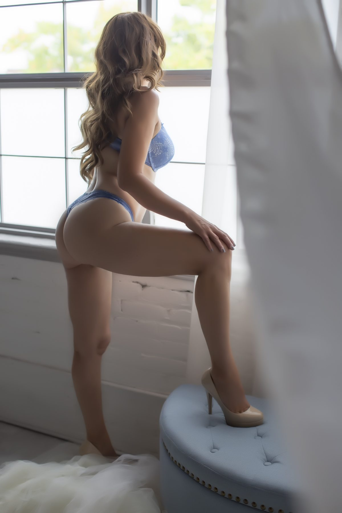 Toronto escorts companion upscale Annika Duo Couple-friendly Non-smoking Mature Slender Curvy Tall Breasts Natural Brunette Redhead European Tattoos None New Photos