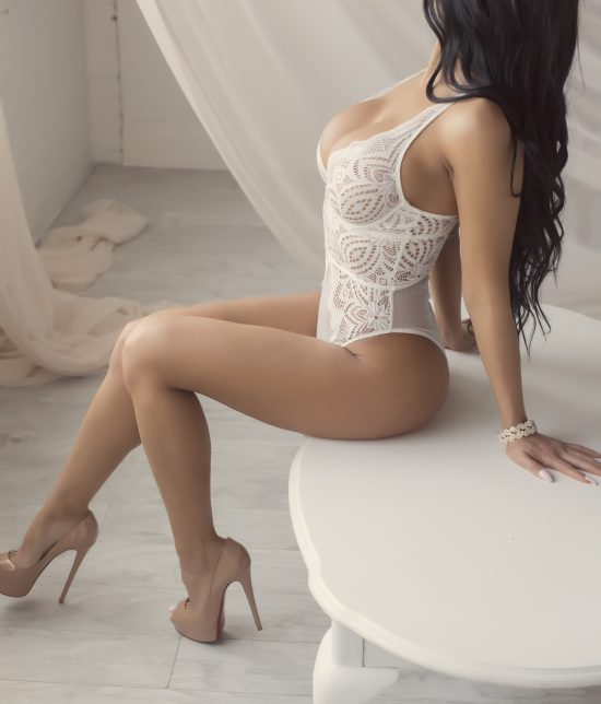 Toronto escort Serena Interests Duo Couple-friendly Non-smoking Age Young Slender Curvy Tall Breasts Natural Hair Brunette Ethnicity European Tattoos None Returning