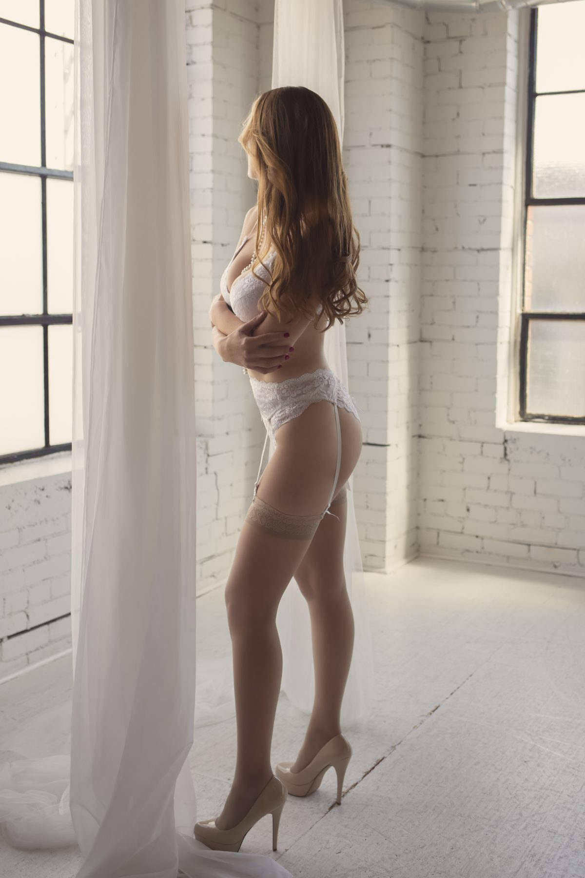 Toronto escorts companion upscale Annika Duo Couple-friendly Non-smoking Mature Slender Curvy Tall Breasts Natural Brunette Redhead European Tattoos None