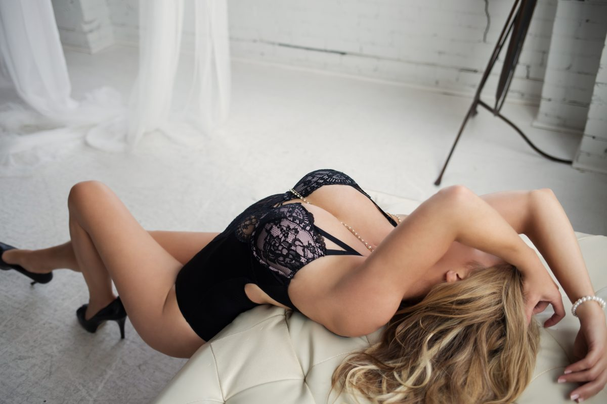 Toronto escorts companion upscale Haley Duo Couple-friendly Non-smoking Mature Curvy Tall Breasts Enhanced Blonde European Tattoos Small