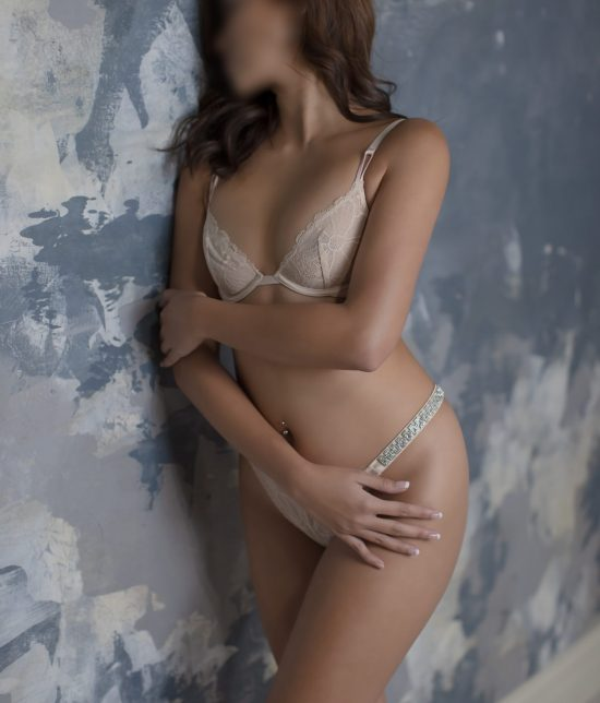 Toronto escort Darcy Interests Duo Couple-friendly Non-smoking Age Mature Figure Slender Tall Breasts Natural Hair Brunette Ethnicity European Tattoos None New Photos