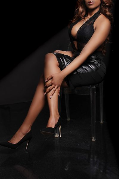 Toronto escort Lacey New Photos Non-smoking Young Brunette Exotic Duo Couple-friendly