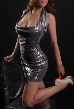 Toronto escort Magi New Photos Non-smoking Mature Brunette European Petite