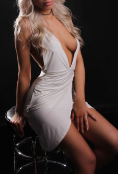 Toronto escort Natasha New Photos Non-smoking Young Blonde European Petite Disability-friendly
