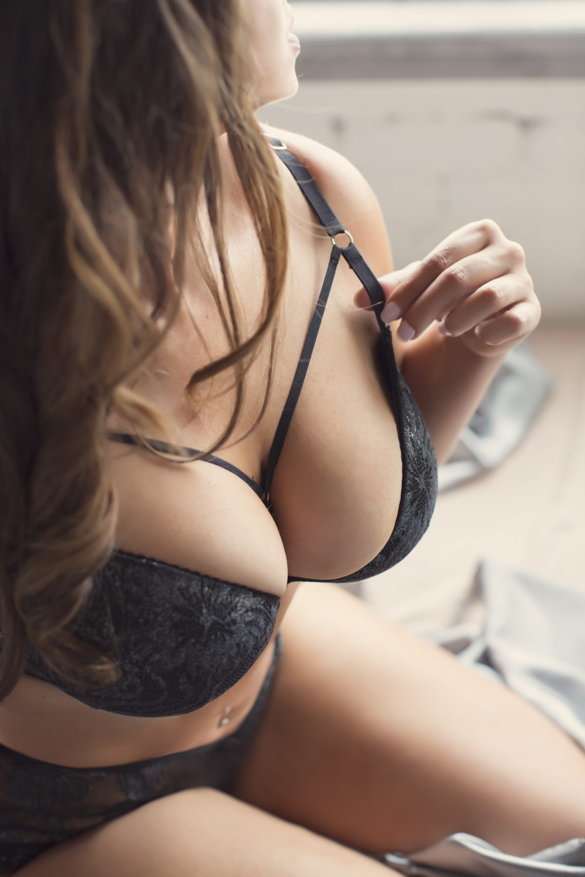 Toronto escorts companion upscale Evelyn Duo Couple-friendly Disability-friendly Non-smoking Mature Curvy Breasts Natural Other European Tattoos Large