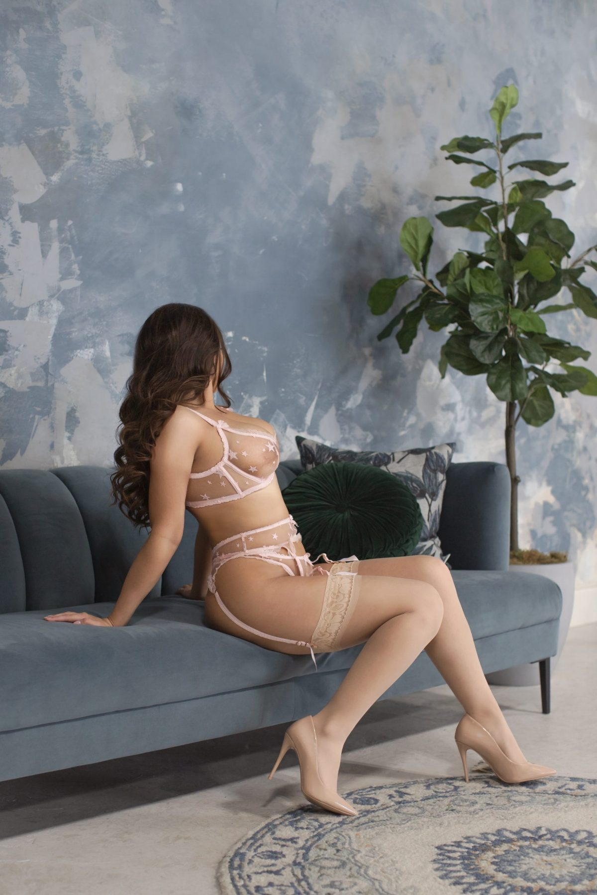 Toronto escorts companion upscale Noelle Interests Duo Disability-friendly Non-smoking Young Curvy Petite Breasts Natural Brunette European Tattoos None