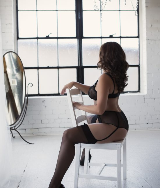 Toronto escort companion upscale classy high class sexy hot beautiful gorgeous Evelyn Duo Couple-friendly Disability-friendly Non-smoking Mature Curvy Breasts Natural Brunette European Tattoos Large