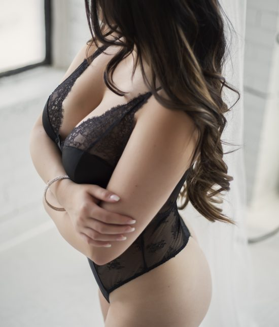 Toronto escort Noelle Disability-friendly Non-smoking Young Curvy Petite Breasts Natural Brunette European Tattoos None