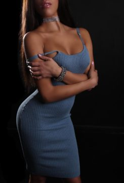 Toronto escort April Non-smoking Mature Brunette Exotic