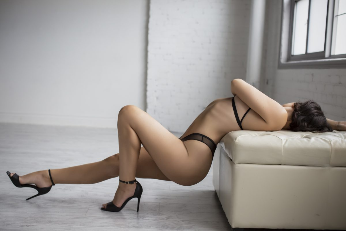 Toronto escorts companion upscale Gwen Duo Disability-friendly Non-smoking Young Curvy Breasts Natural Brunette European Tattoos Large