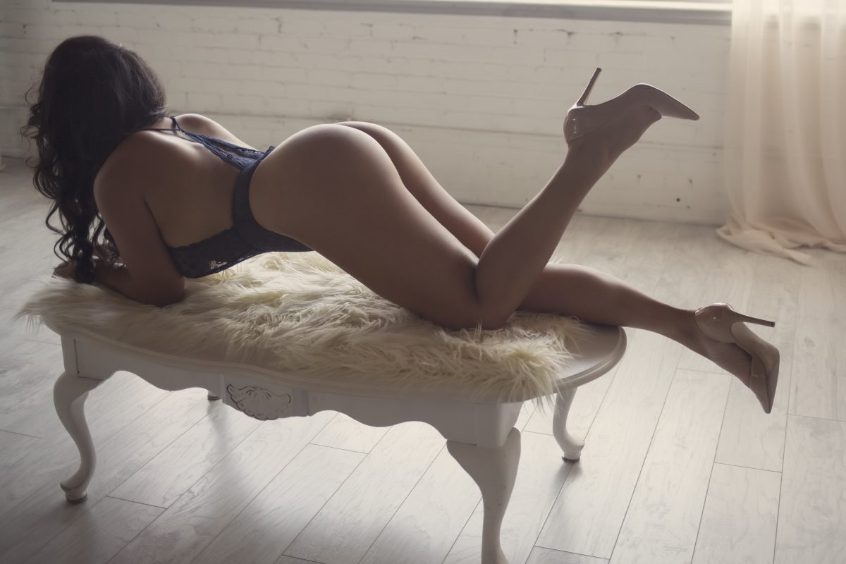 Toronto escorts companion upscale Rachel Duo Couple-friendly Disability-friendly Non-smoking Age Mature Curvy Breasts Natural Brunette Exotic Tattoos None