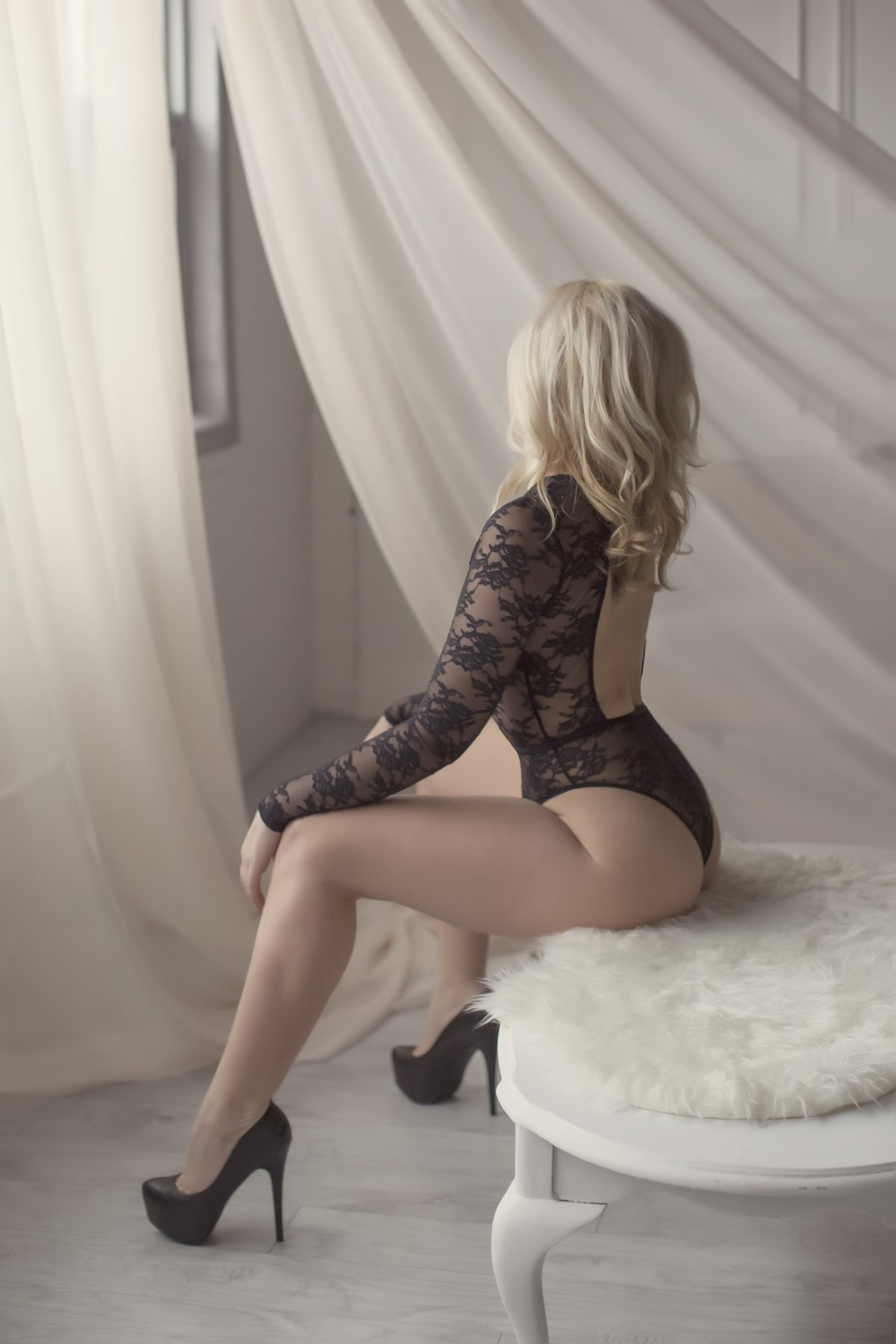 Toronto escorts companion upscale Hope Interests Disability-friendly Non-smoking Mature Figure Slender Petite Breasts Natural Hair Blonde Ethnicity European Tattoos Large
