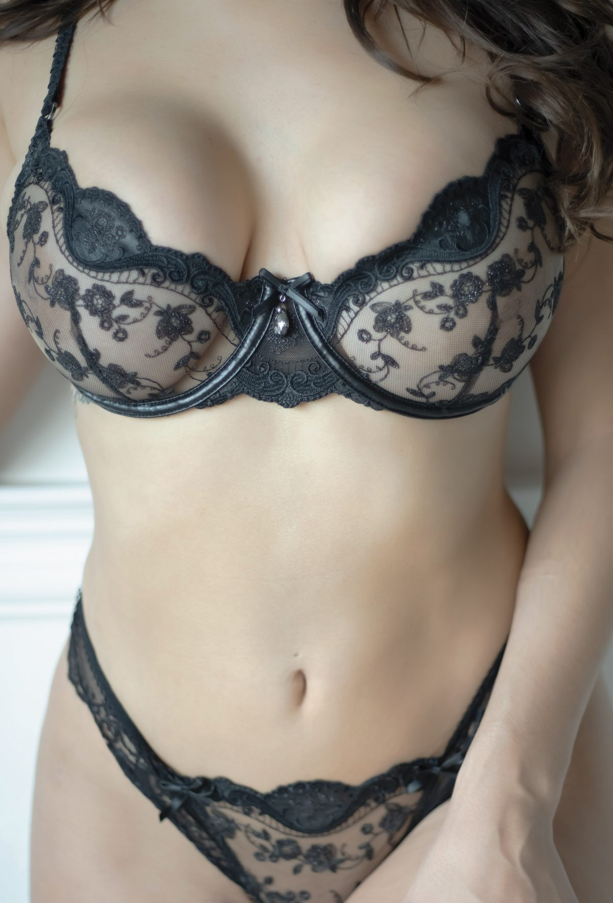 Toronto escorts companion upscale Serena Interests Duo Couple-friendly Non-smoking Age Young Slender Curvy Tall Breasts Natural Hair Brunette Ethnicity European Tattoos Small