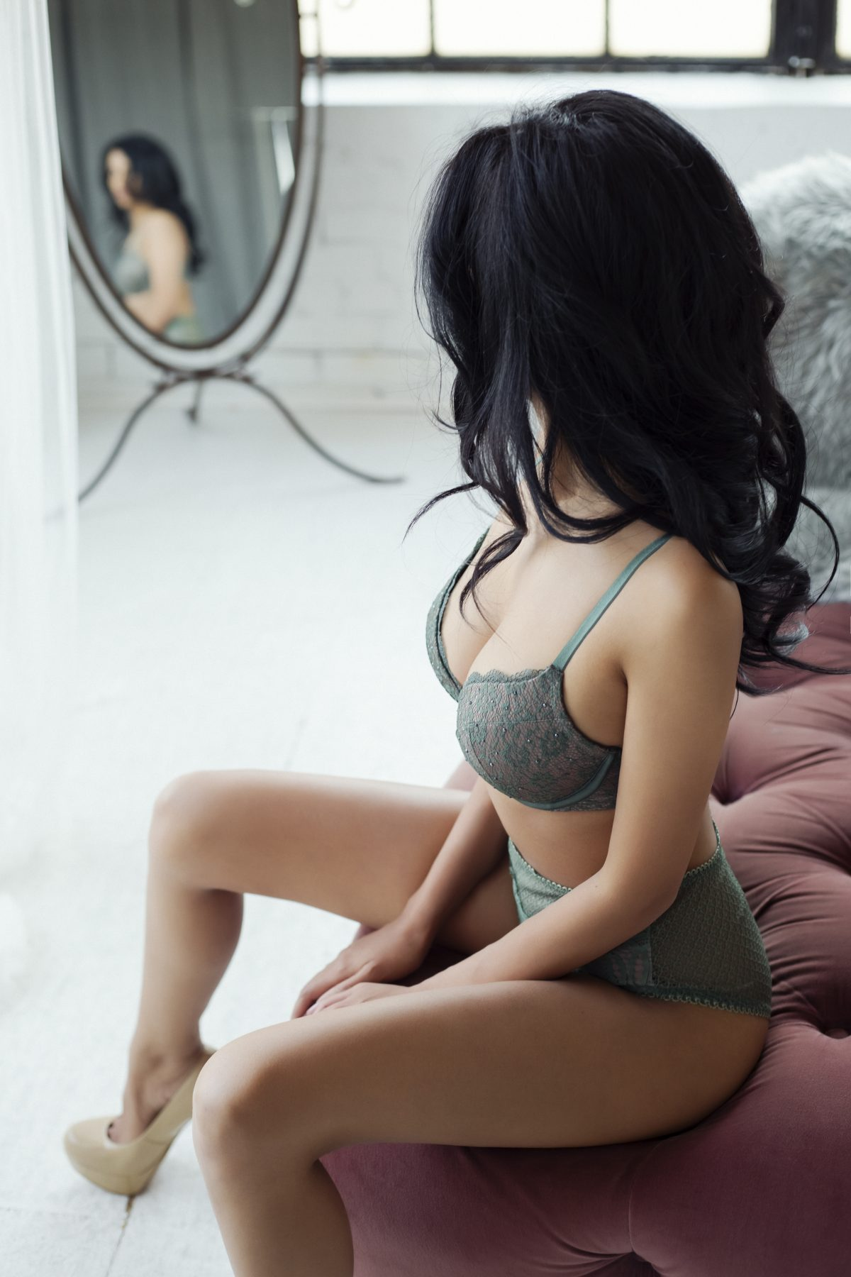 Toronto escorts companion upscale Jasmine Interests Duo Non-smoking Age Young Figure Slender Petite Breasts Natural Brunette Ethnicity Asian Exotic Tattoos Small