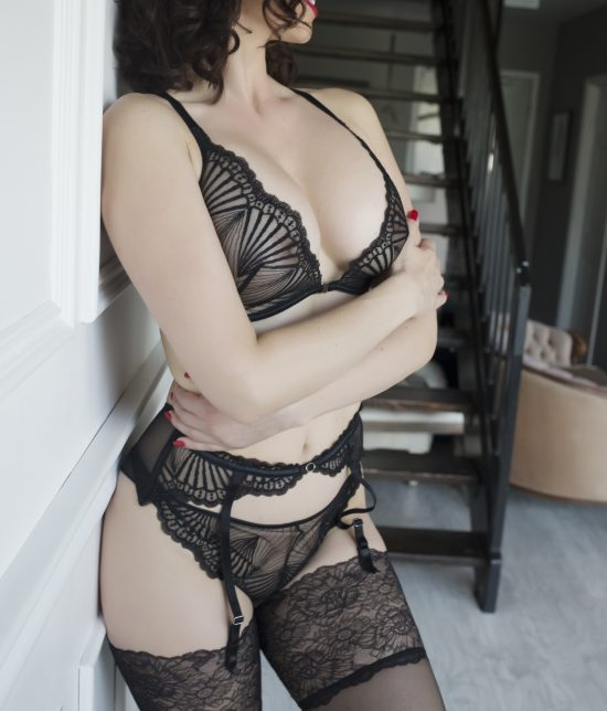 Toronto escort Layla Interests Duo Couple-friendly Disability-friendly Non-smoking Young Curvy Petite Natural Brunette Exotic