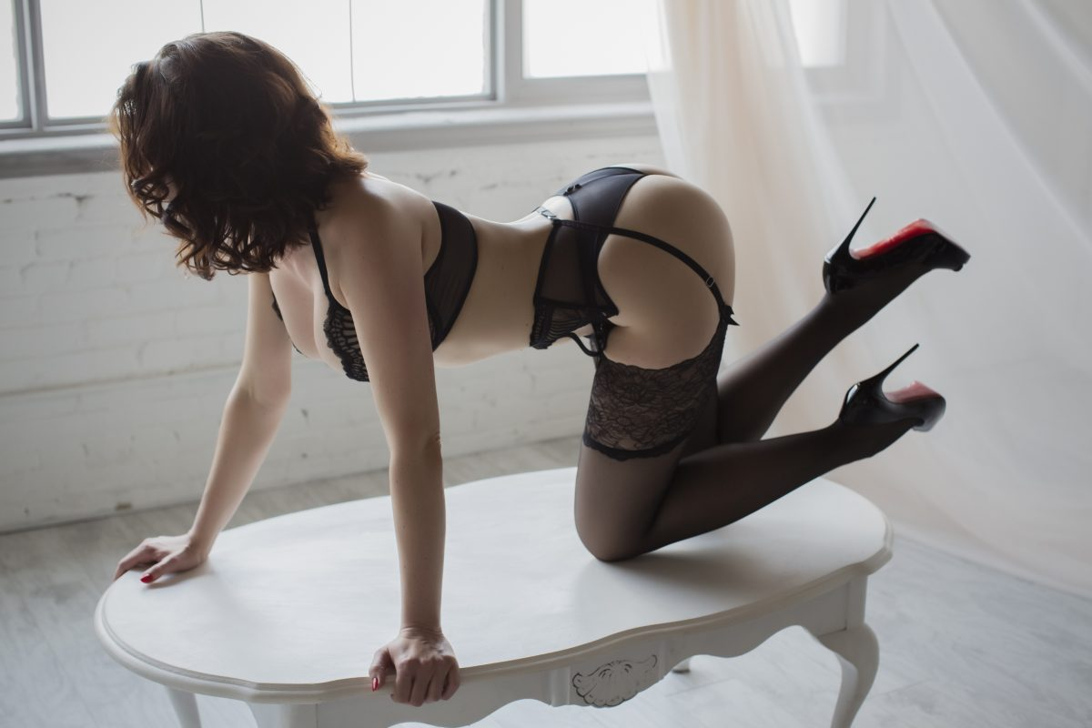 Toronto escorts companion upscale Laura Interests Duo Couple-friendly Non-smoking Age Mature Figure Slender Tall Breasts Enhanced Hair Brunette Ethnicity European Tattoos None