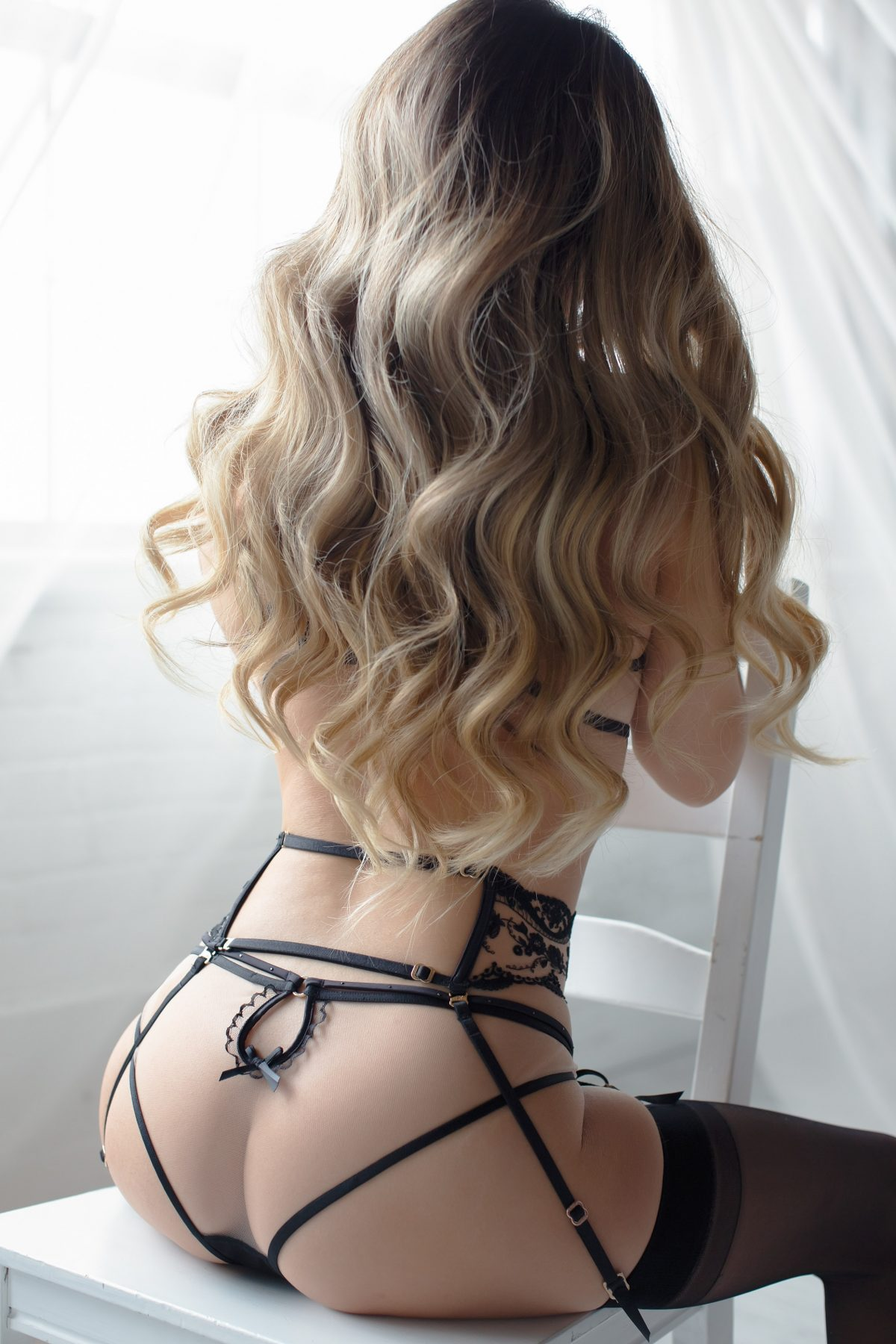 Toronto escorts companion upscale Aria Interests Duo Disability-friendly Non-smoking Age Young Figure Slender Petite Breasts Natural Hair Blonde Ethnicity Asian Tattoos