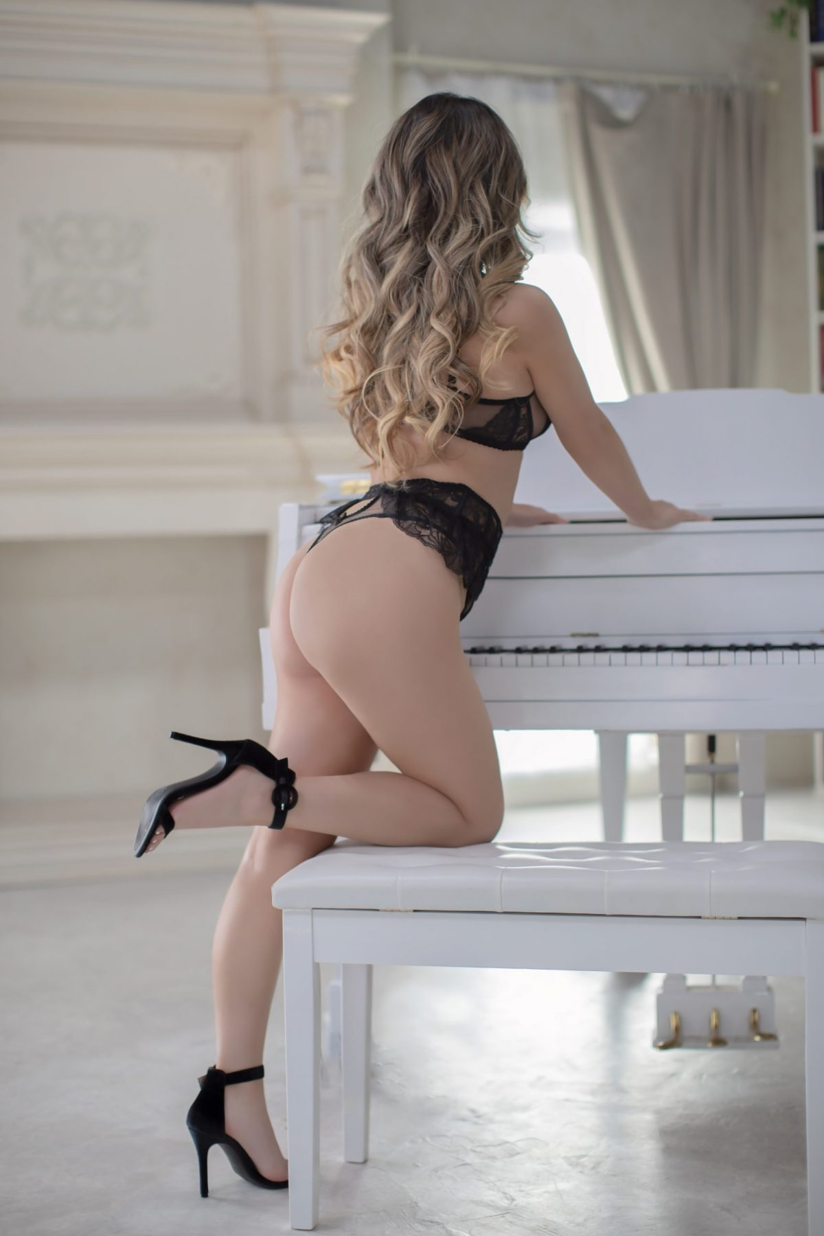 Toronto escorts companion upscale Aria Interests Duo Disability-friendly Non-smoking Age Young Figure Slender Petite Breasts Natural Hair Blonde Ethnicity Asian Tattoos Arrival Returning
