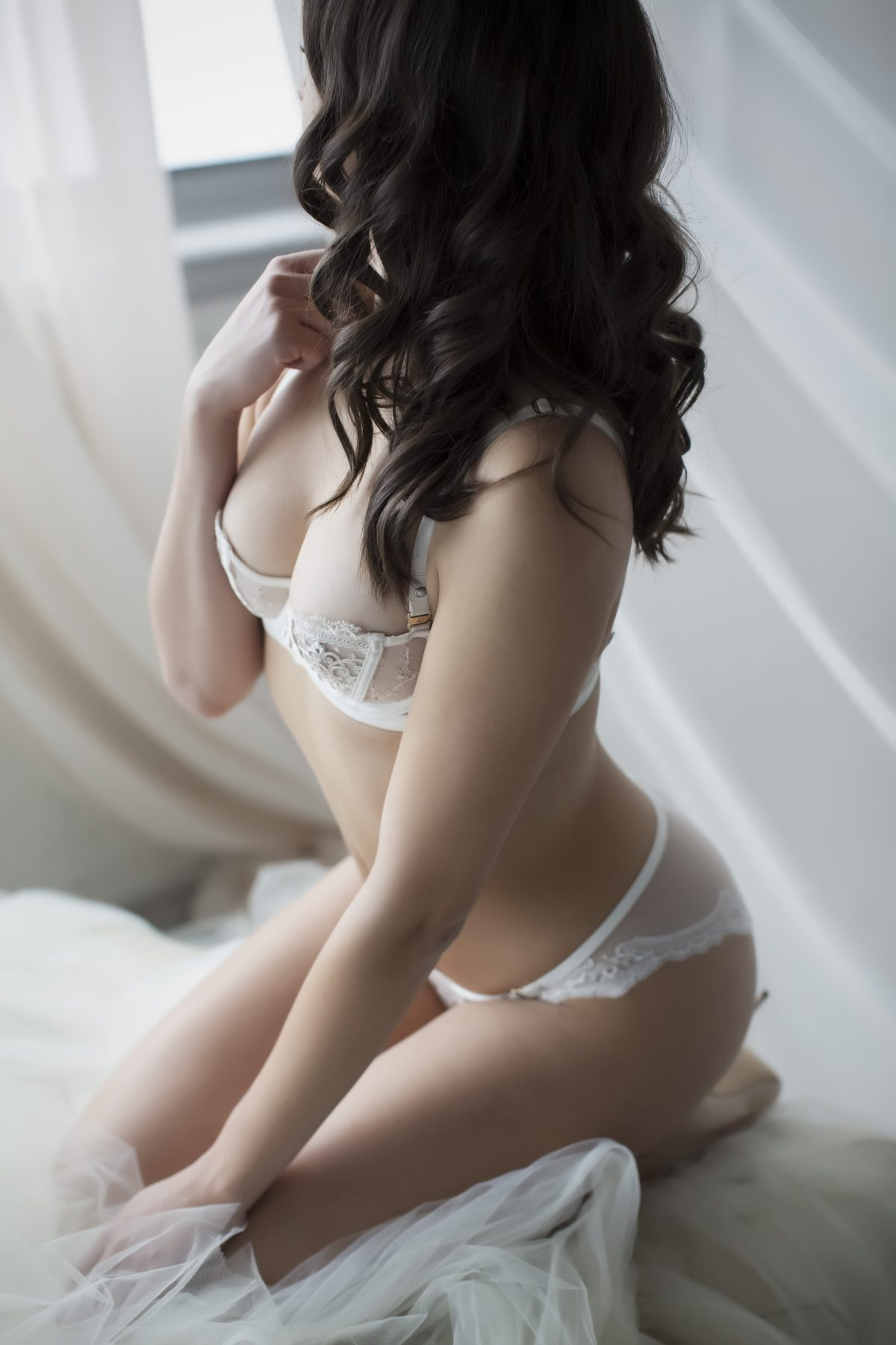 Toronto escorts companion upscale Hannah Interests Duo Disability-friendly Non-smoking Age Young Figure Slender Petite Breasts Natural Hair Brunette Ethnicity European Tattoos Small