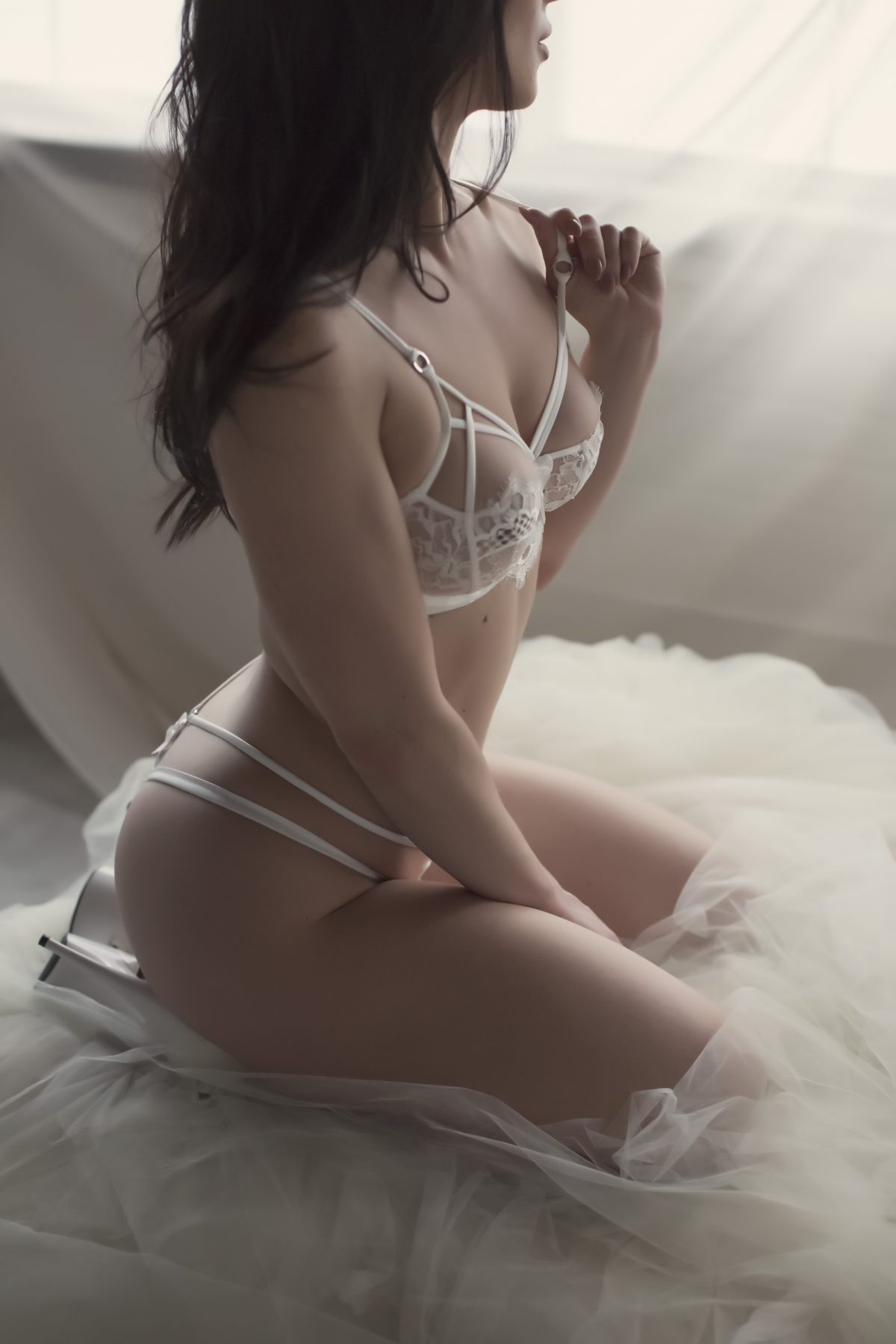 Toronto escorts companion upscale Peyton Interests Duo Couple-friendly Non-smoking Age Mature Figure Slender Petite Breasts Natural Hair Brunette Ethnicity European Tattoos Small