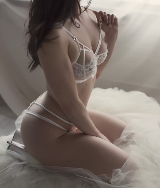 Toronto escort Peyton Interests Duo Couple-friendly Non-smoking Age Mature Figure Slender Petite Breasts Natural Hair Brunette Ethnicity European Tattoos Small