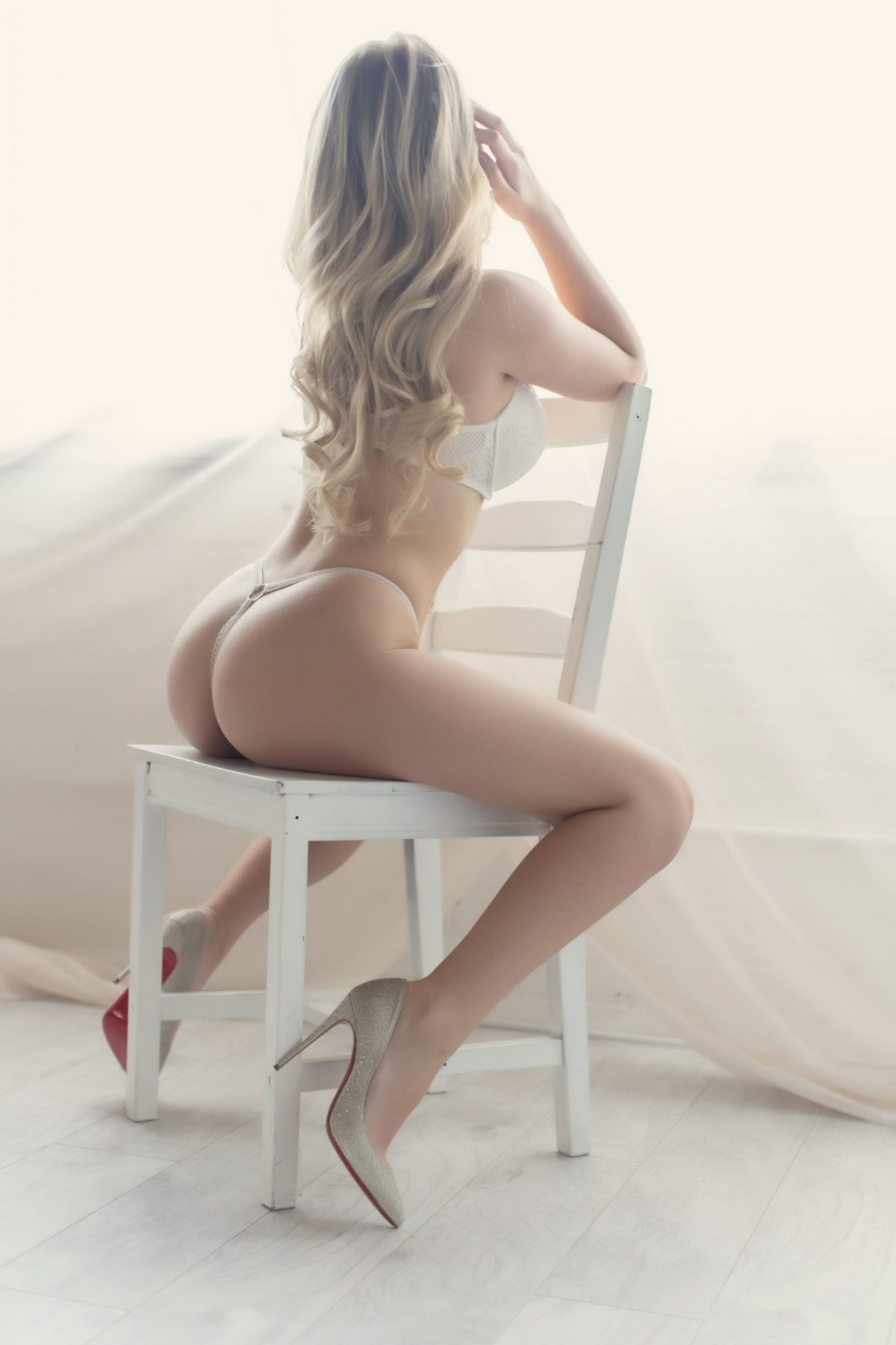 Toronto escorts companion upscale Pilar Interests Duo Disability-friendly Non-smoking Age Young Figure Slender Petite Breasts Natural Hair Blonde Ethnicity European Tattoos None Video Returning