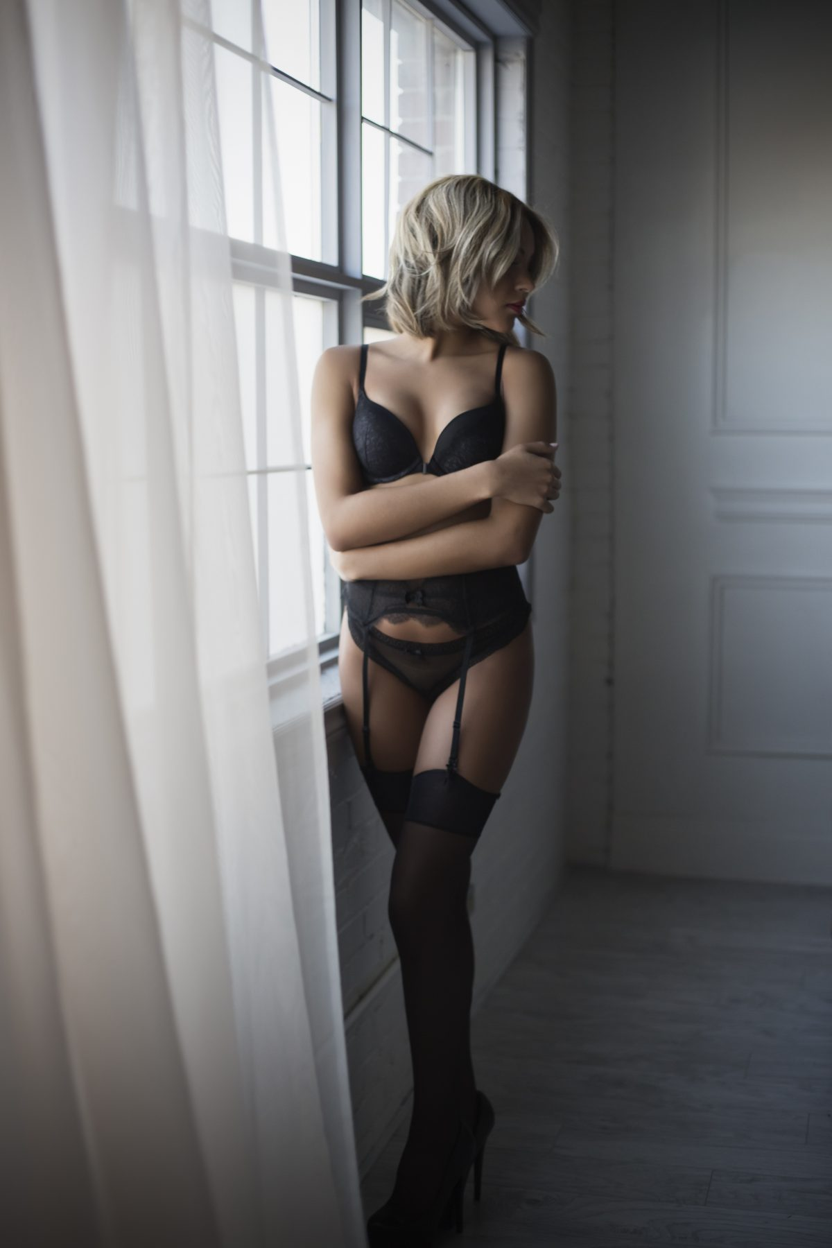 Toronto escorts companion upscale Summer Duo Non-smoking Young Slender Petite Tall Natural Blonde Brunette Exotic Small New