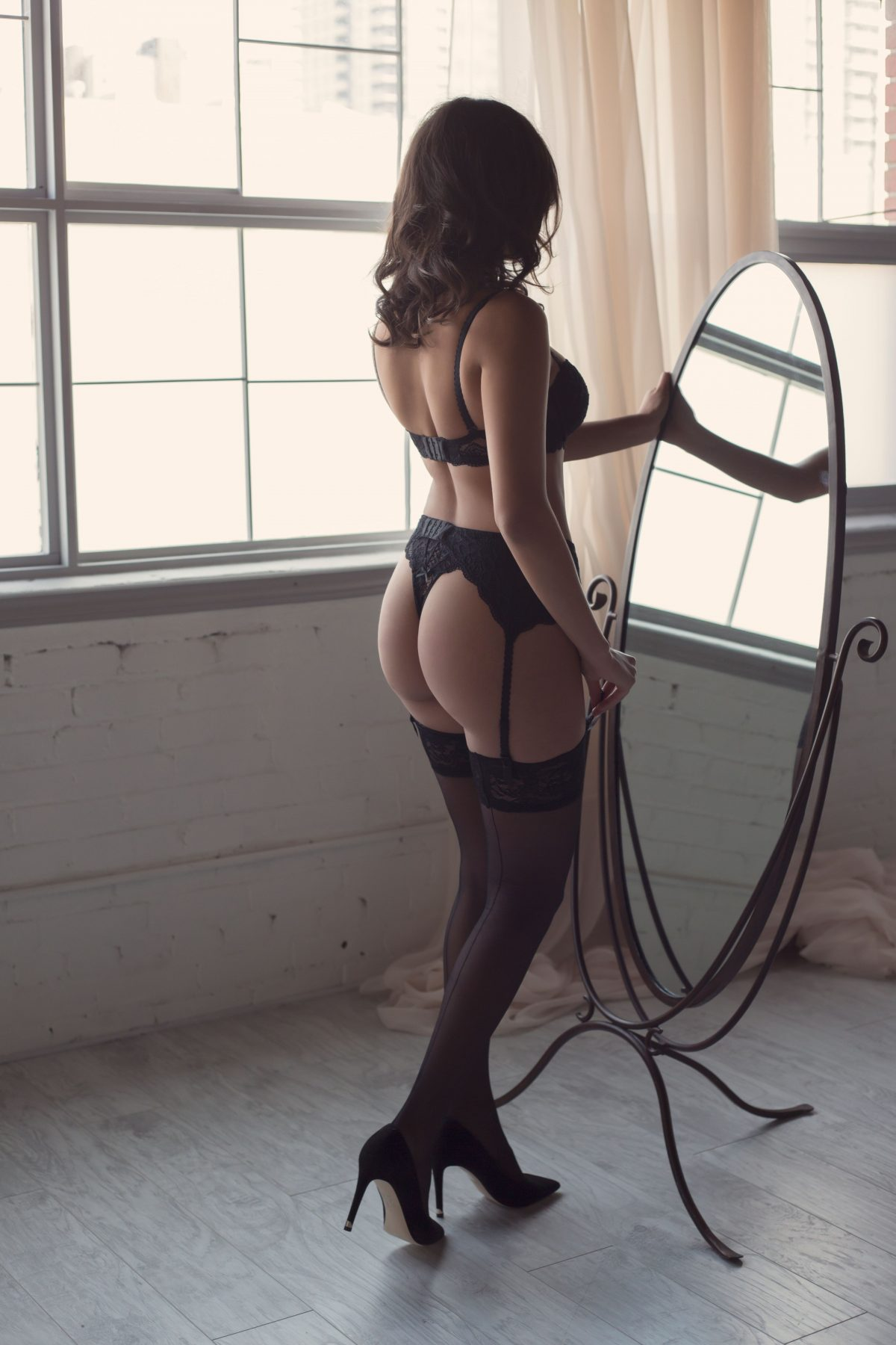 Toronto escorts companion upscale Miranda Interests Duo Couple-friendly Non-smoking Age Young Figure Slender Curvy Breasts Natural Hair Brunette Ethnicity European Exotic Tattoos None