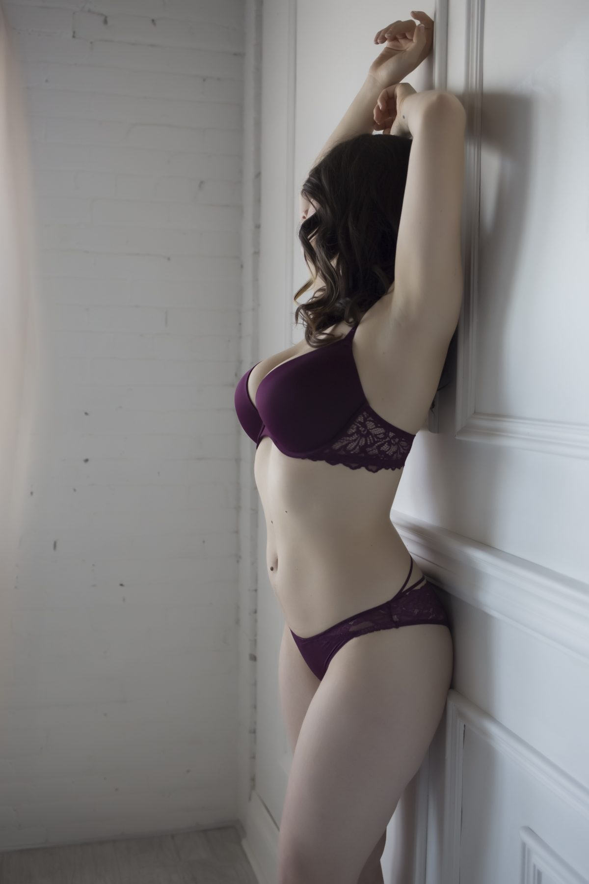 Toronto escorts companion upscale Alice Interests Duo Couple-friendly Disability-friendly Non-smoking Age Young Figure Tall Breasts Natural Hair Brunette Ethnicity European Tattoos Small Arrival