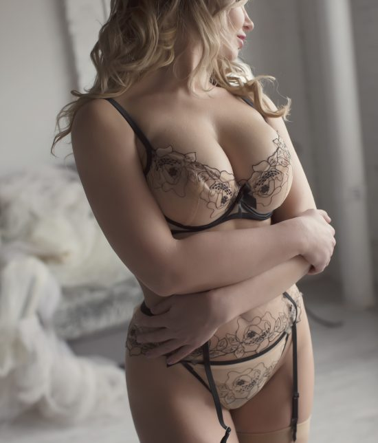 Toronto escort Mariah Interests Duo Couple-friendly Disability-friendly Non-smoking Age Mature Slender Petite Tall Breasts Natural Hair Brunette Ethnicity European Tattoos None