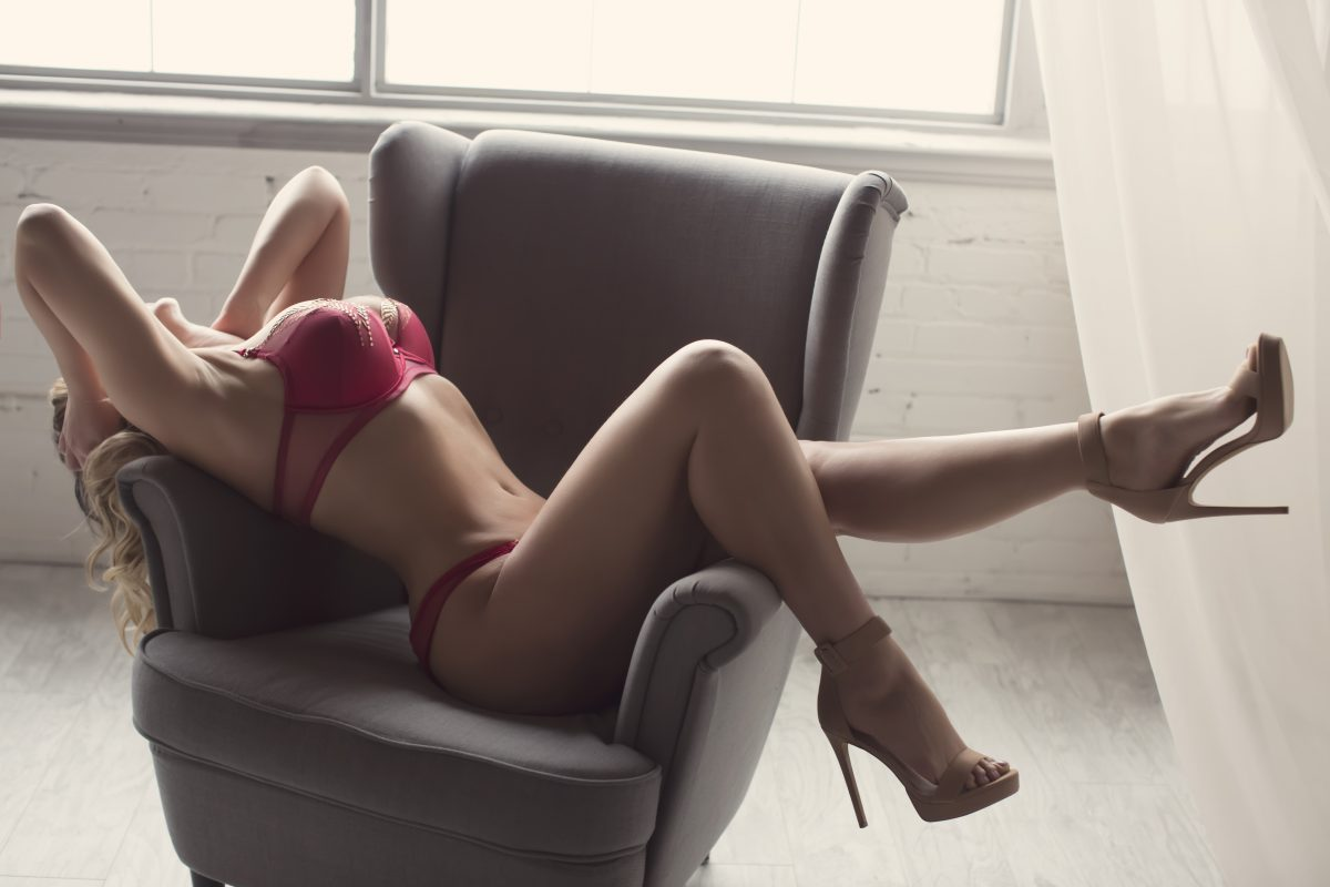 Toronto escorts companion upscale Anastasia Interests Duo Couple-friendly Disability-friendly Non-smoking Mature Curvy Tall Natural Blonde European None