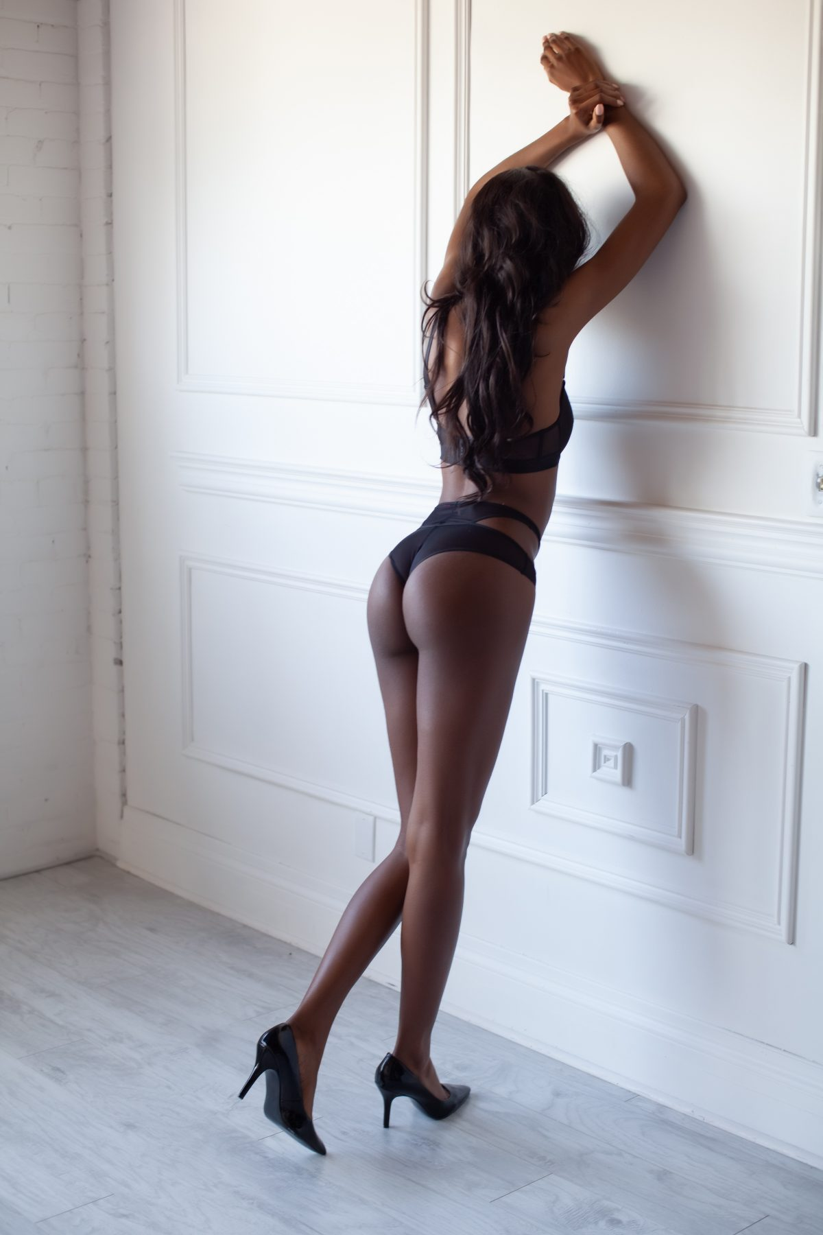 Toronto escorts companion upscale Micha Duo Couple-friendly Disability-friendly Non-smoking Young Slender Tall Natural Brunette Exotic Small