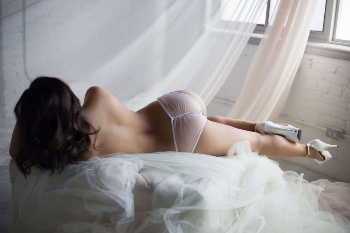 Toronto escorts companion upscale Aubrey Interests Duo Non-smoking Age Young Figure Slender Petite Breasts Natural Hair Brunette Ethnicity Asian Tattoos Small