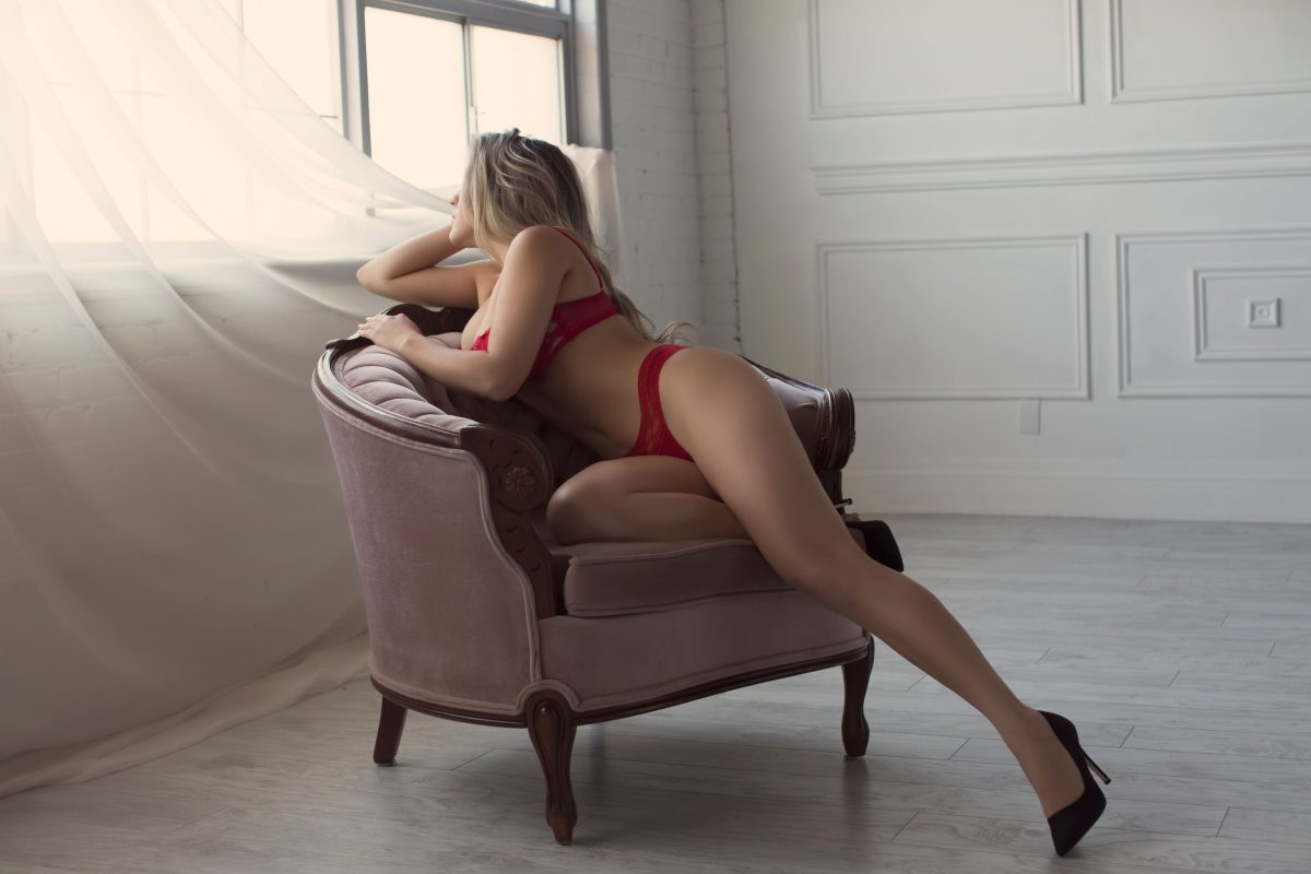 Toronto escorts companion upscale Victoria Duo Couple-friendly Disability-friendly Non-smoking Young Curvy Petite Natural Blonde Exotic Small New
