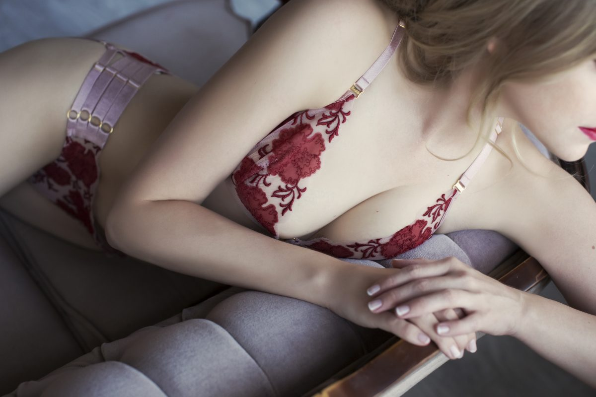 Toronto escorts companion upscale Astrid Interests Duo Couple-friendly Disability-friendly Non-smoking Age Young Figure Slender Petite Tall Breasts Natural Hair Blonde Ethnicity European None