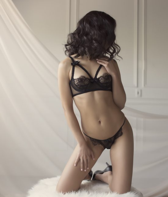 Toronto escort Isys Duo Couple-friendly Disability-friendly Non-smoking Young Slender Petite Natural Brunette Asian None