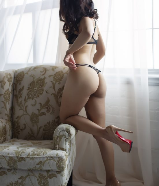 Toronto escort Isys Duo Couple-friendly Disability-friendly Non-smoking Young Slender Petite Natural Raven-Haired South Asian None New Photos