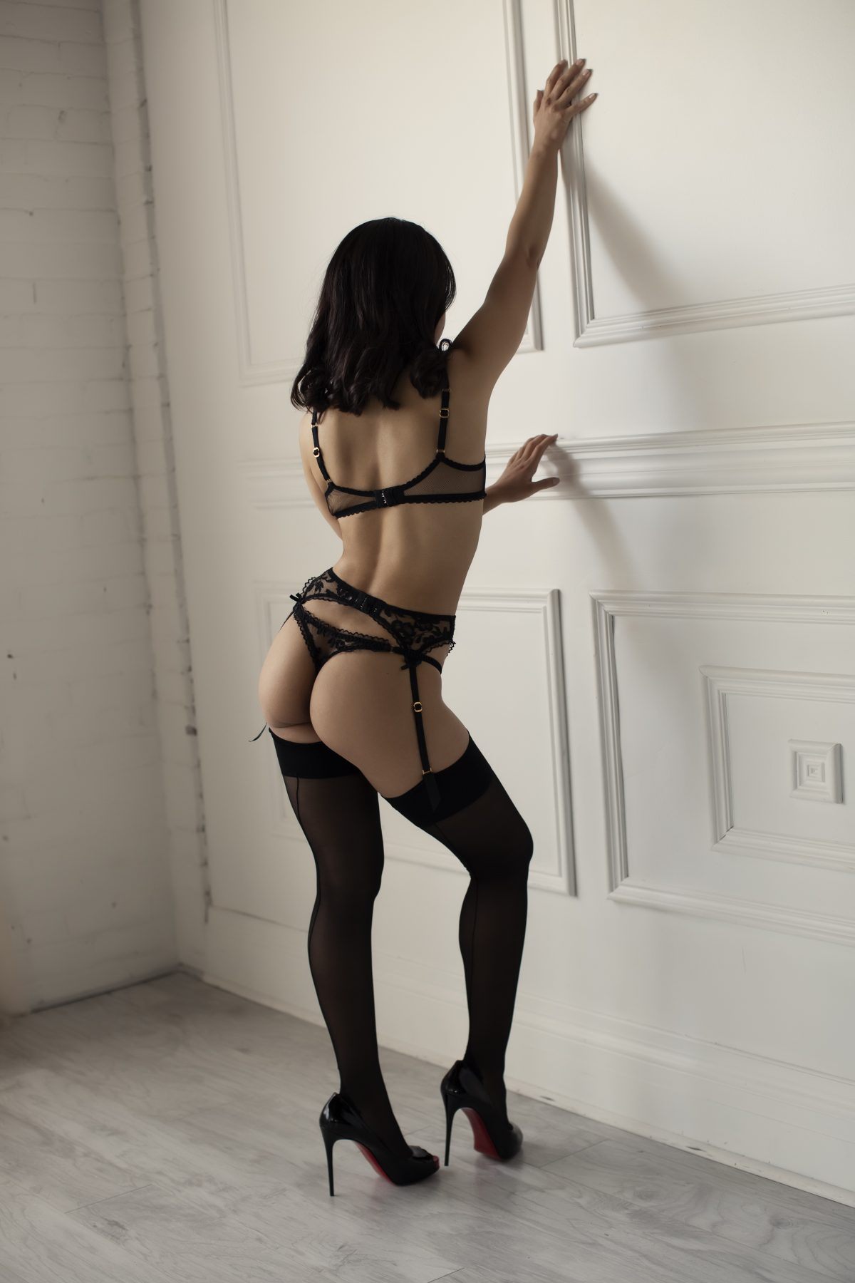 Toronto escorts companion upscale Isys Duo Couple-friendly Disability-friendly Non-smoking Young Slender Petite Natural Raven-Haired South Asian None