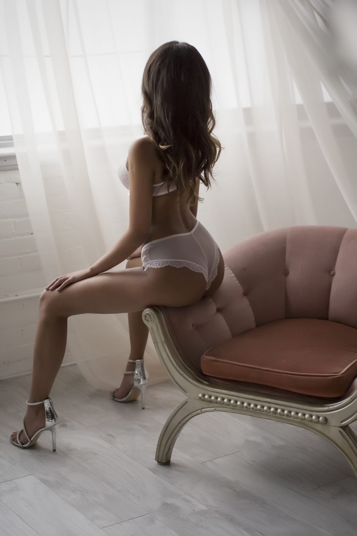 Toronto escorts companion upscale Camila Interests Disability-friendly Non-smoking Age Young Figure Slender Petite Breasts Natural Hair Brunette Ethnicity Exotic Tattoos Small