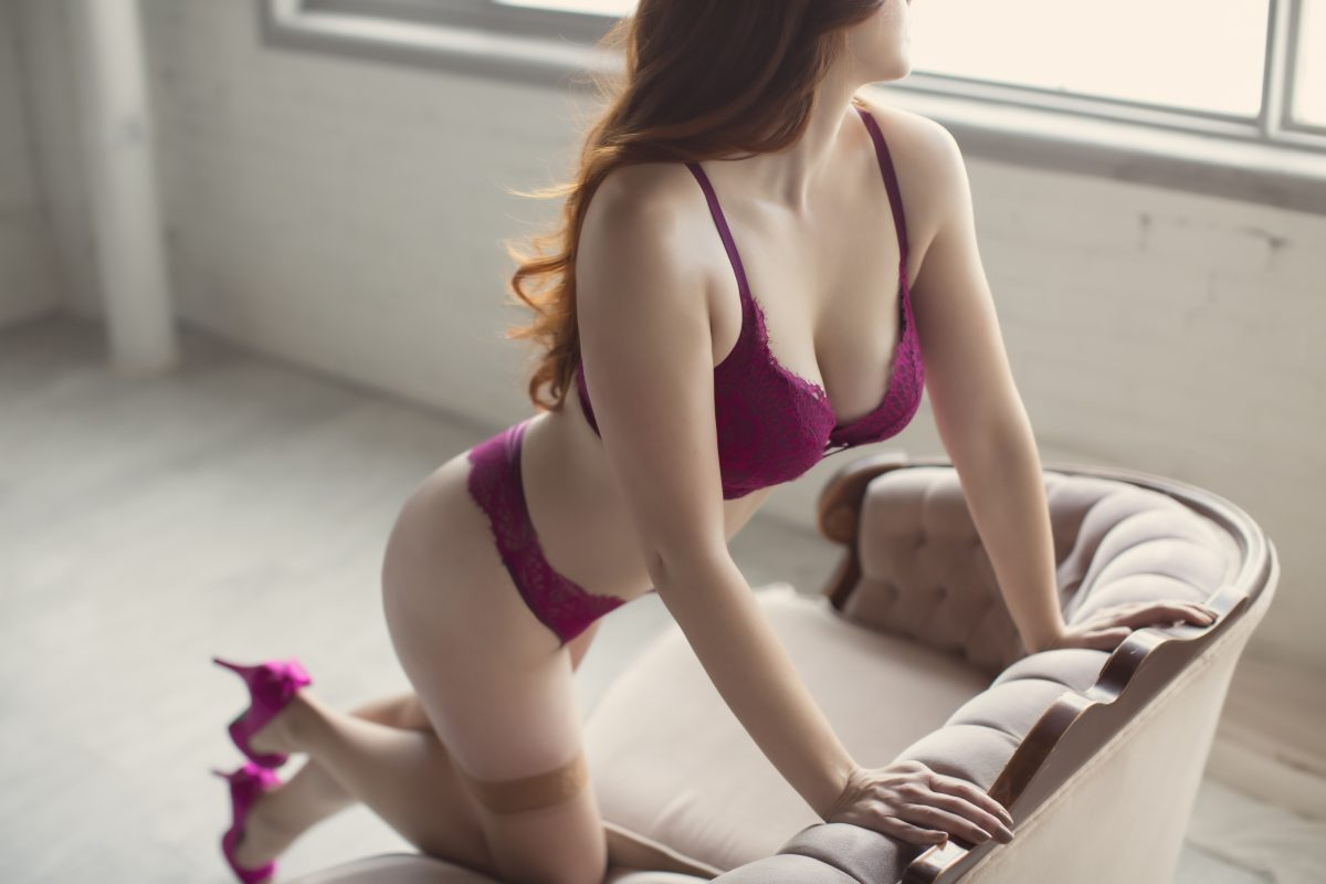 Toronto escorts companion upscale Willow Interests Duo Couple-friendly Disability-friendly Non-smoking Age Mature Figure Slender Tall Breasts Natural Hair Redhead Ethnicity European Tattoos Small