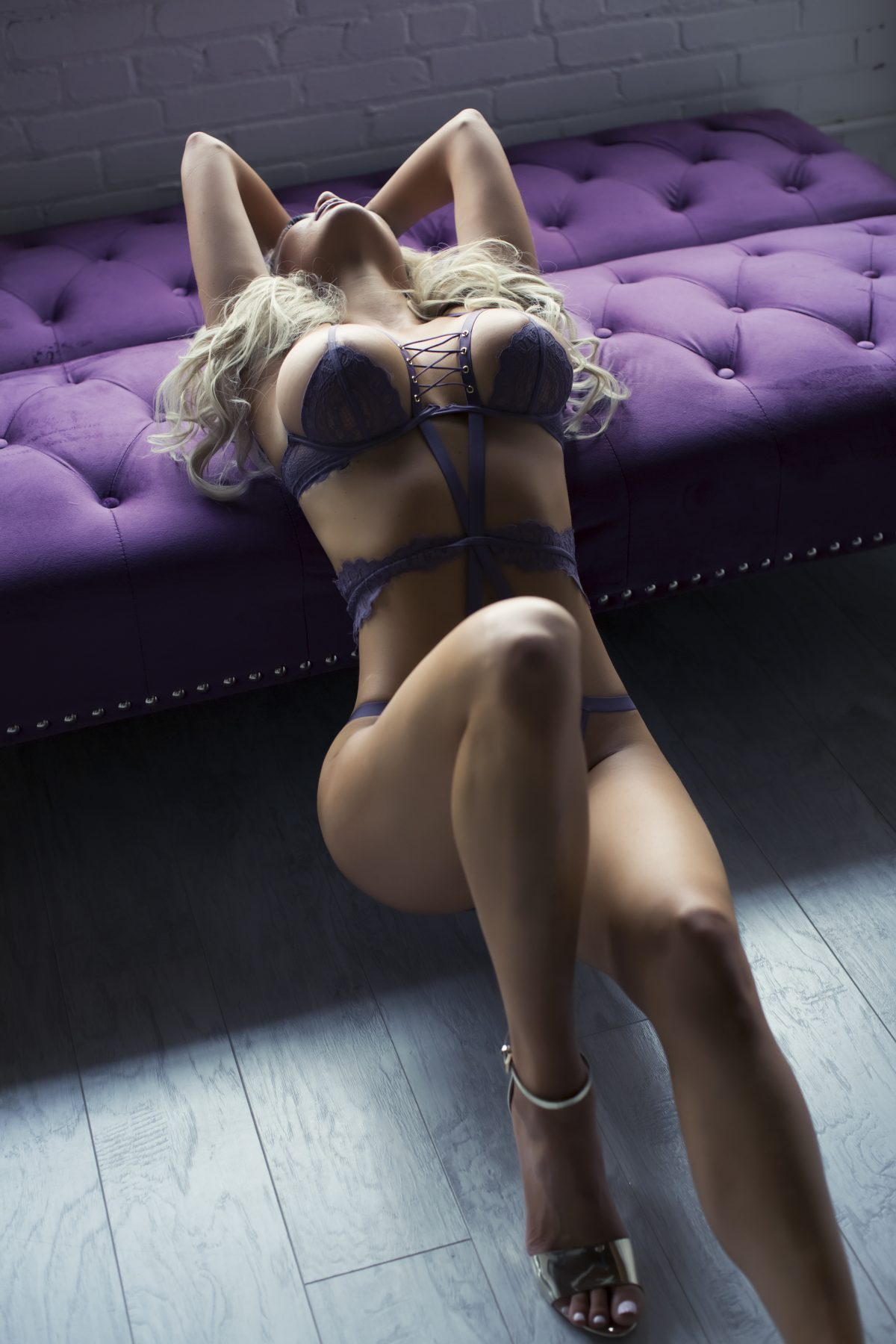 Toronto escorts companion upscale Ava Interests Couple-friendly Non-smoking Age Young Figure Slender Tall Breasts Enhanced Hair Blonde Ethnicity European Tattoos Small