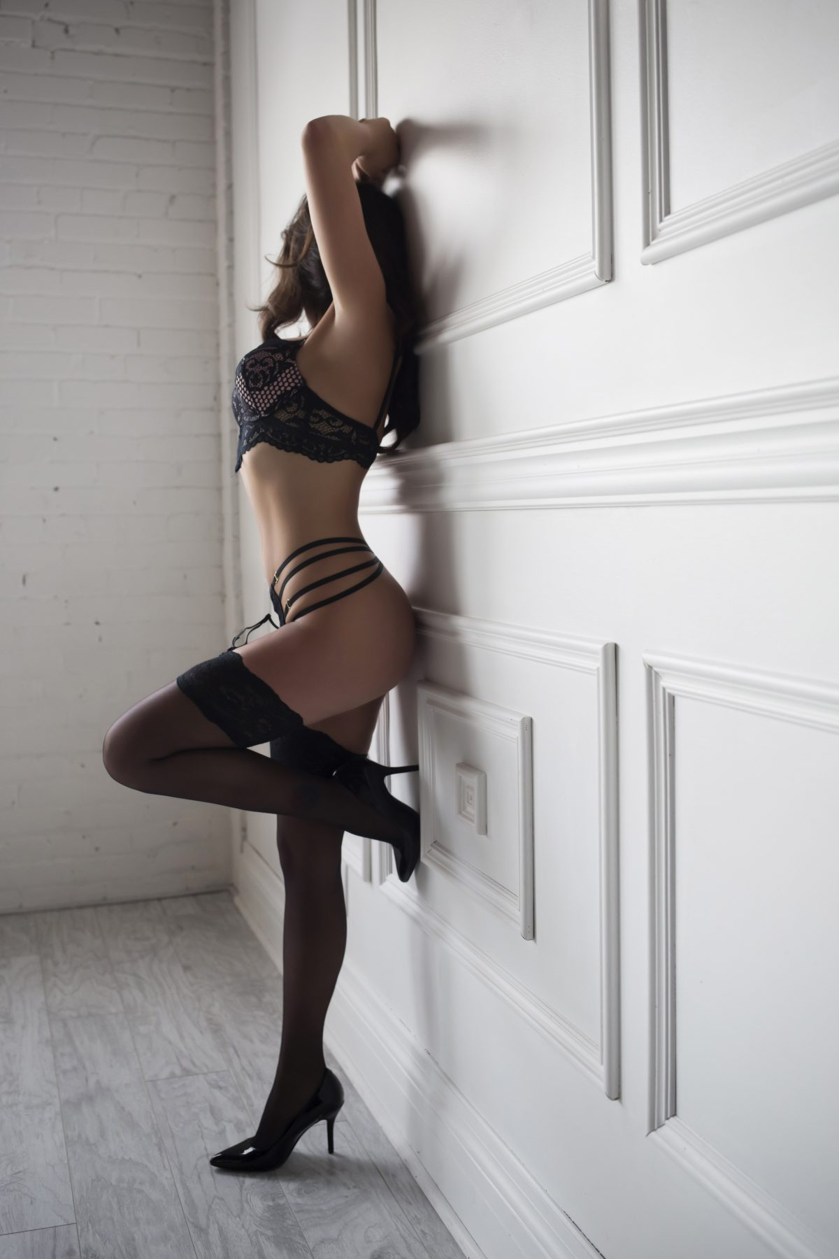 Toronto escorts companion upscale Farrah Interests Duo Couple-friendly Non-smoking Age Young Figure Slender Petite Breasts Natural Hair Brunette Ethnicity European Tattoos Small Large
