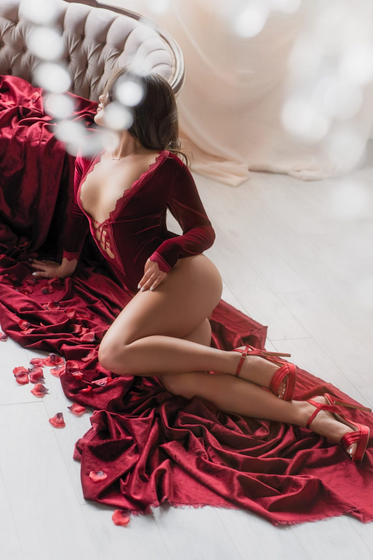Toronto escorts companion upscale Farrah Interests Duo Couple-friendly Non-smoking Age Young Figure Slender Petite Breasts Natural Hair Brunette Ethnicity European Tattoos Small Large New Photos