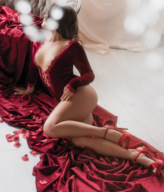 Toronto escort companion upscale classy high class sexy hot beautiful gorgeous Farrah Interests Duo Couple-friendly Non-smoking Age Young Figure Slender Petite Breasts Natural Hair Brunette Ethnicity European Tattoos Small Large Returning