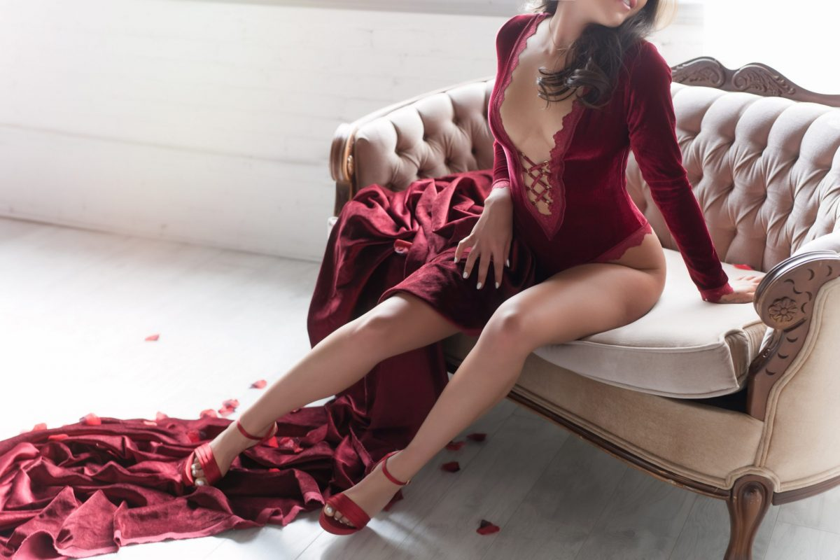 Toronto escorts companion upscale Farrah Interests Duo Couple-friendly Non-smoking Age Young Figure Slender Petite Breasts Natural Hair Brunette Ethnicity European Tattoos Small Large Returning