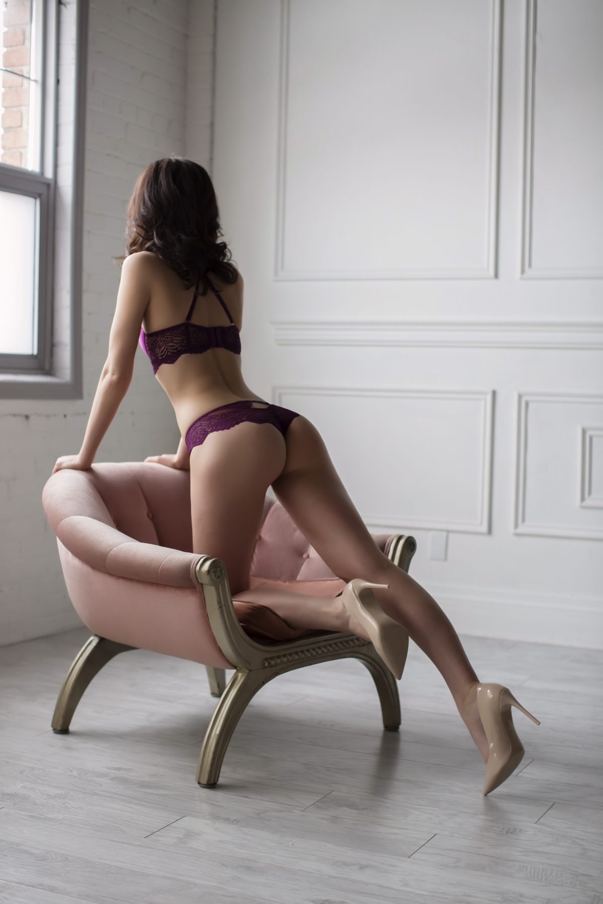 Toronto escorts companion upscale Quinn Interests Non-smoking Age Mature Figure Slender Tall Breasts Natural Hair Brunette Ethnicity European Tattoos Small