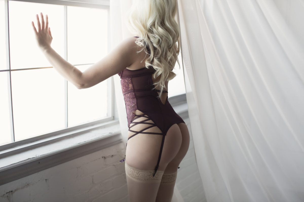 Toronto escorts companion upscale Jessica Interests Duo Couple-friendly Non-smoking Age Young Figure Slender Petite Breasts Natural Hair Blonde Ethnicity European Tattoos Small