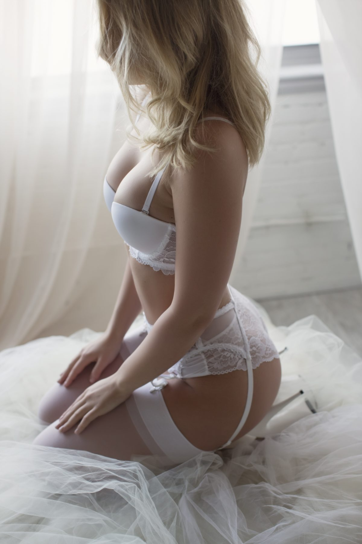 Toronto escorts companion upscale Holly Interests Disability-friendly Non-smoking Age Young Figure Slender Petite Breasts Natural Hair Blonde Ethnicity European Tattoos None Arrival New