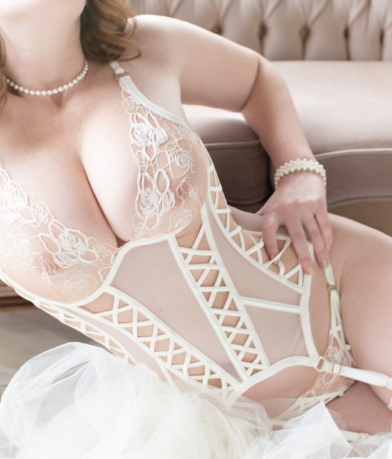 Toronto escort Alexis Interests Duo Couple-friendly Age Mature Figure Slender Curvy Tall Breasts Natural Hair Redhead Ethnicity European Tattoos None New Photos